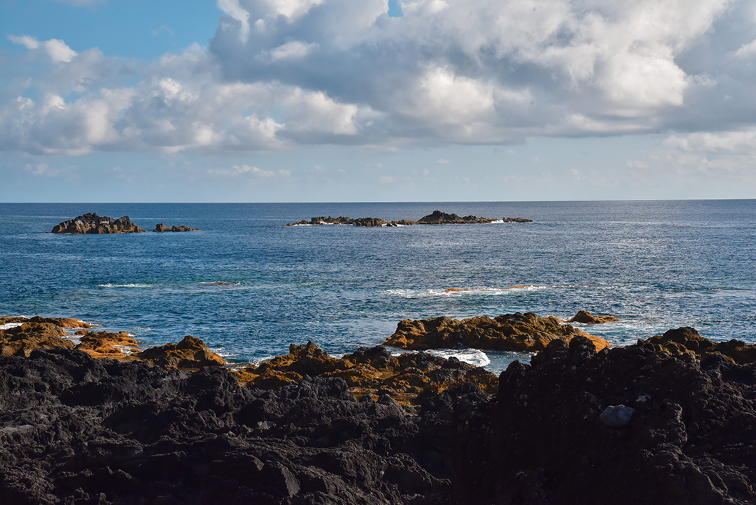 Baignade dans les piscines naturelles de Ferraria, activité à faire dans les Açores