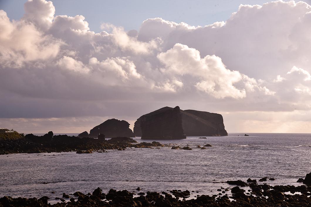 Aller voir le coucher de soleil à Mosteiros sur l'île de Sao Miguel