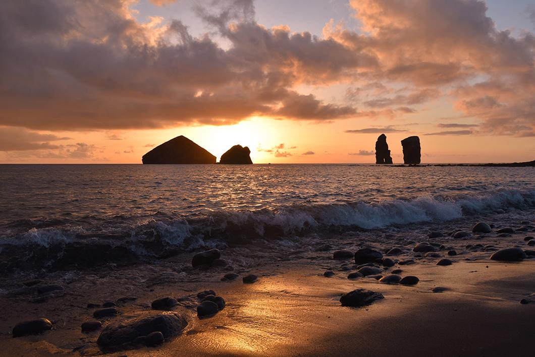 Voir le coucher de soleil à Mosteiros, incontournable à Sao Miguel