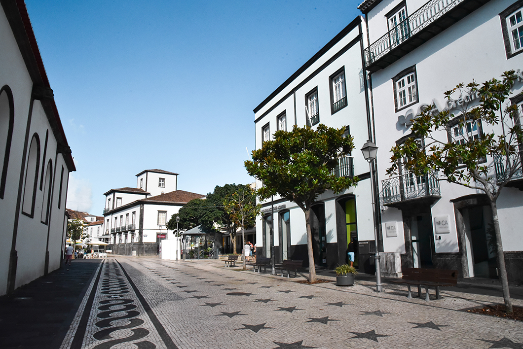 Que faire dans le Açores ? Visite de la ville de Ponta Delgada et son architecture portugaise