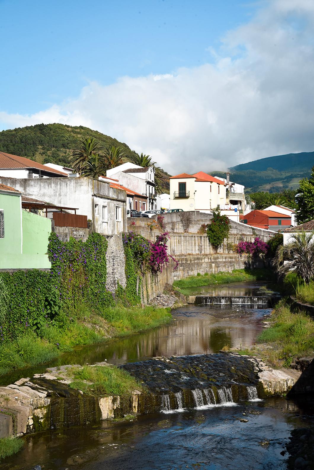 Point de vue sur Ribeira Grande sur l'île de Sao Miguel