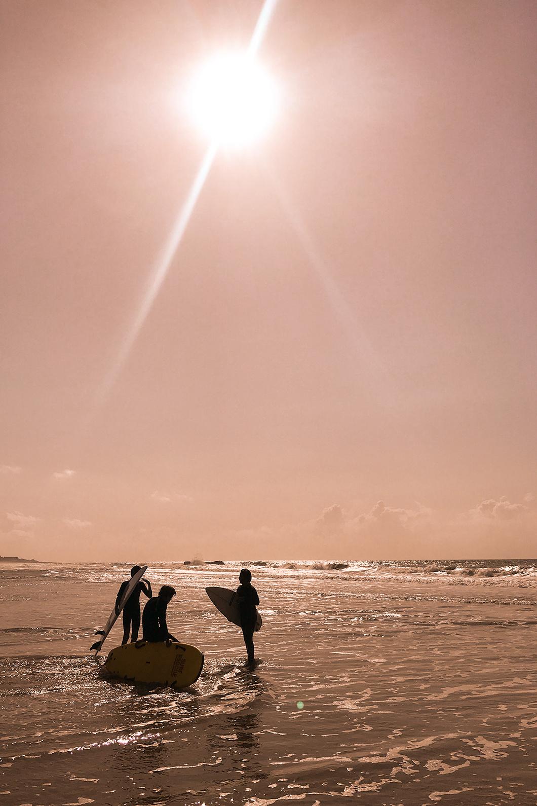 Surfer au coucher de soleil à Soulac
