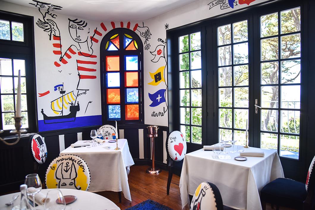 Salle du restaurant le Donjon à Étretat