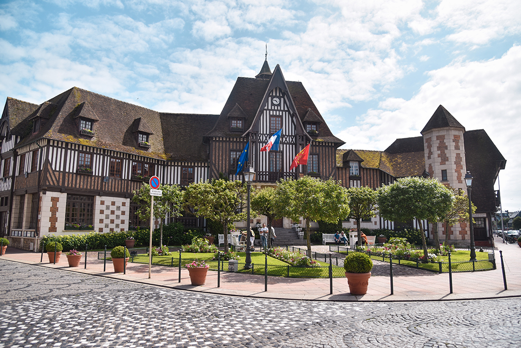 La place Morny à Deauville