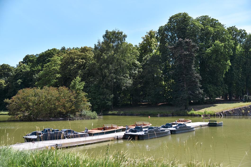 Louer un bateau sans permis au Château de Chantilly, activité incontournable à Chantilly