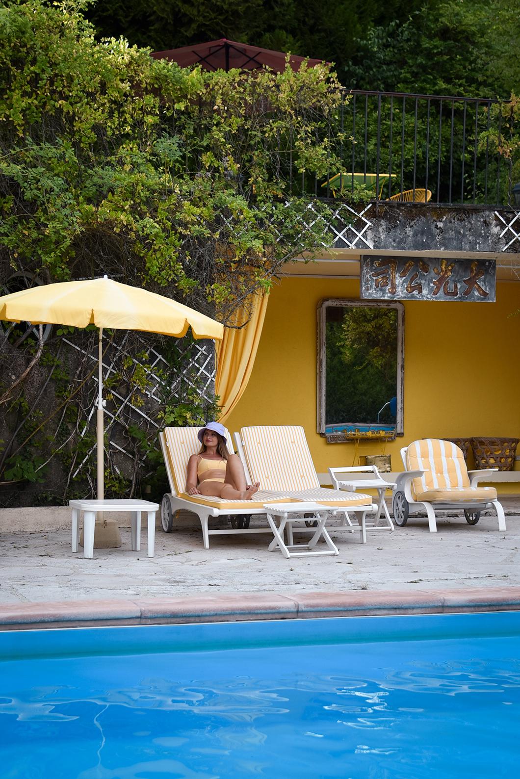 Profiter de la piscine du Manoir des Cavaliers près de Chantilly