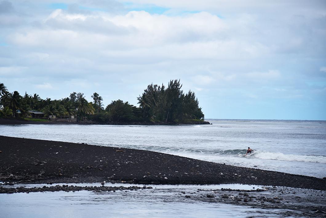Que faire à Tahiti ? Aller à la plage Taharuu