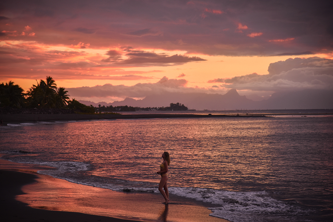 Où aller pour le coucher de soleil à Tahiti ? Le Tahiti Pearl Beach