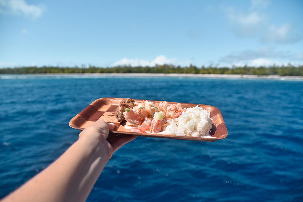Manger du poisson cru en Polynésie Française