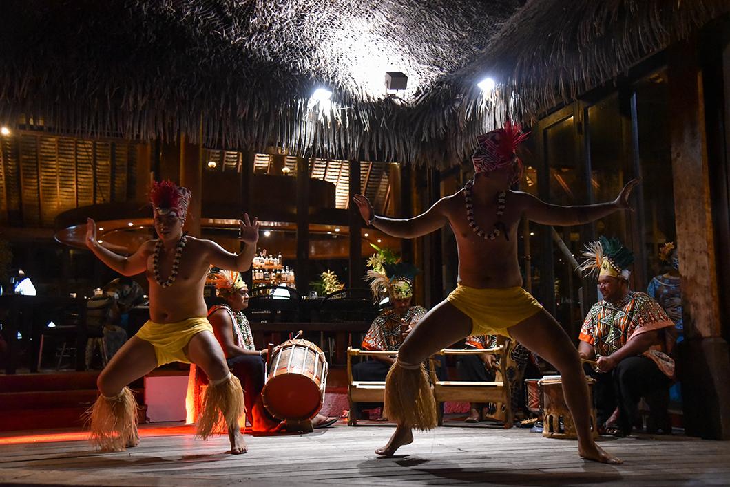 Spectacle de danses polynésiennes à l'hôtel Sofitel Ia Ora Beach
