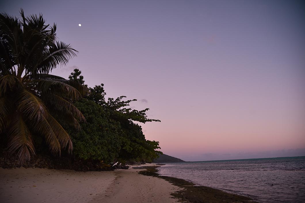 Coucher de soleil à la plage de Painapo à Moorea