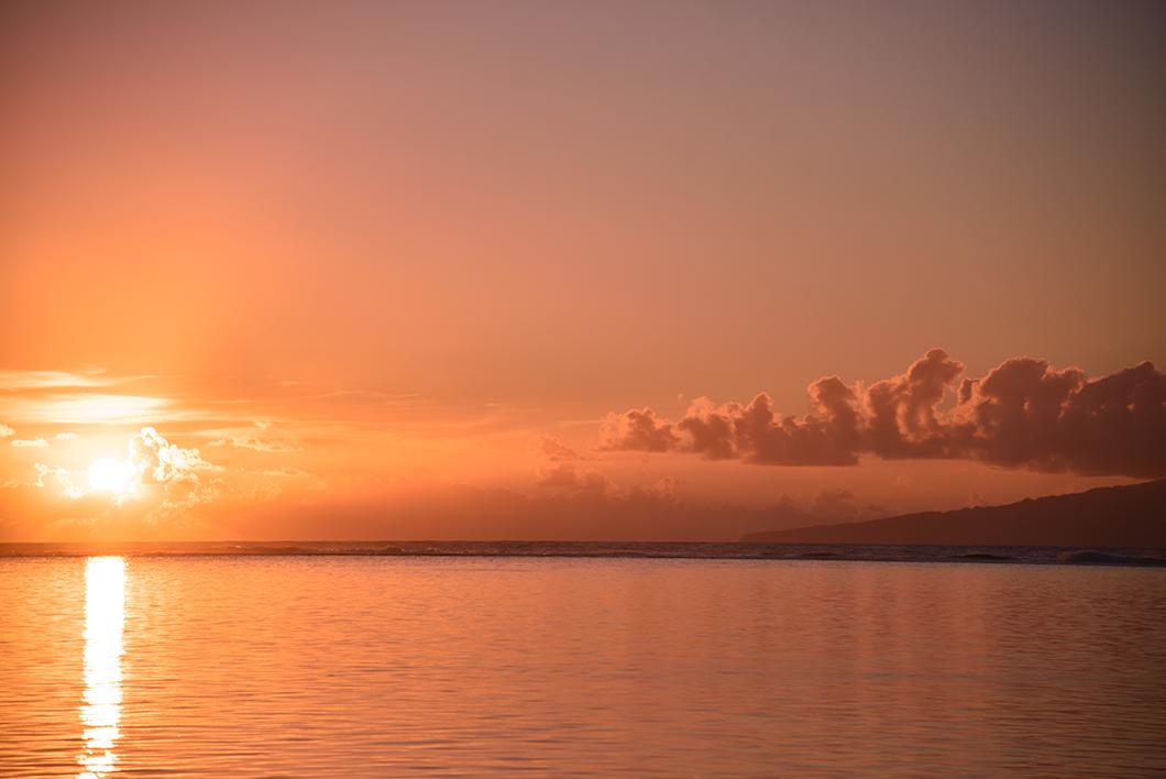 Coucher de soleil à la plage de Temae à Moorea