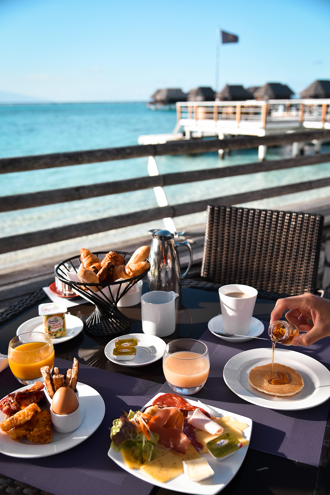 Petit dej avec vue au Sofitel Ia Ora Beach à Moorea