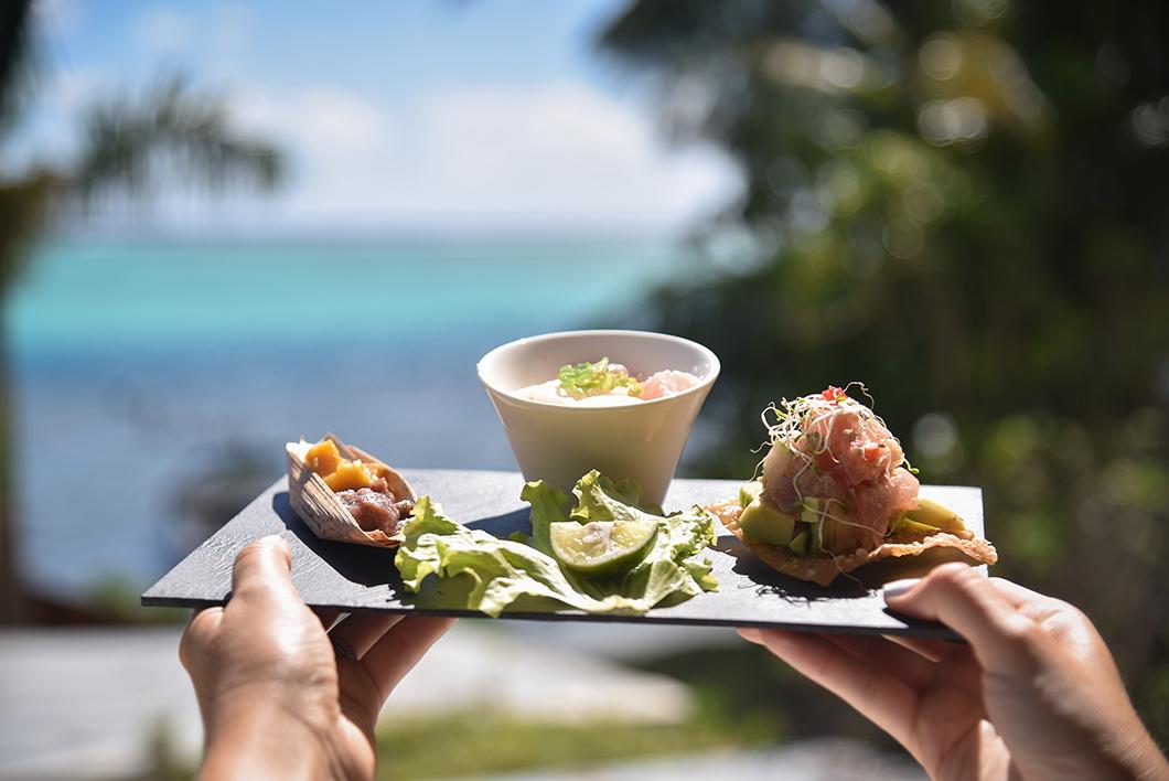 Goûter au poisson cru en Polynésie Française