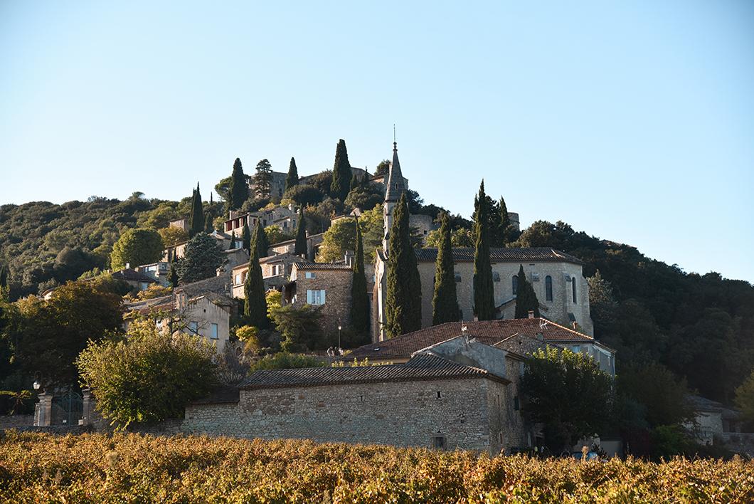 Visite du village de la Roque-sur-Cèze au milieu des vignes