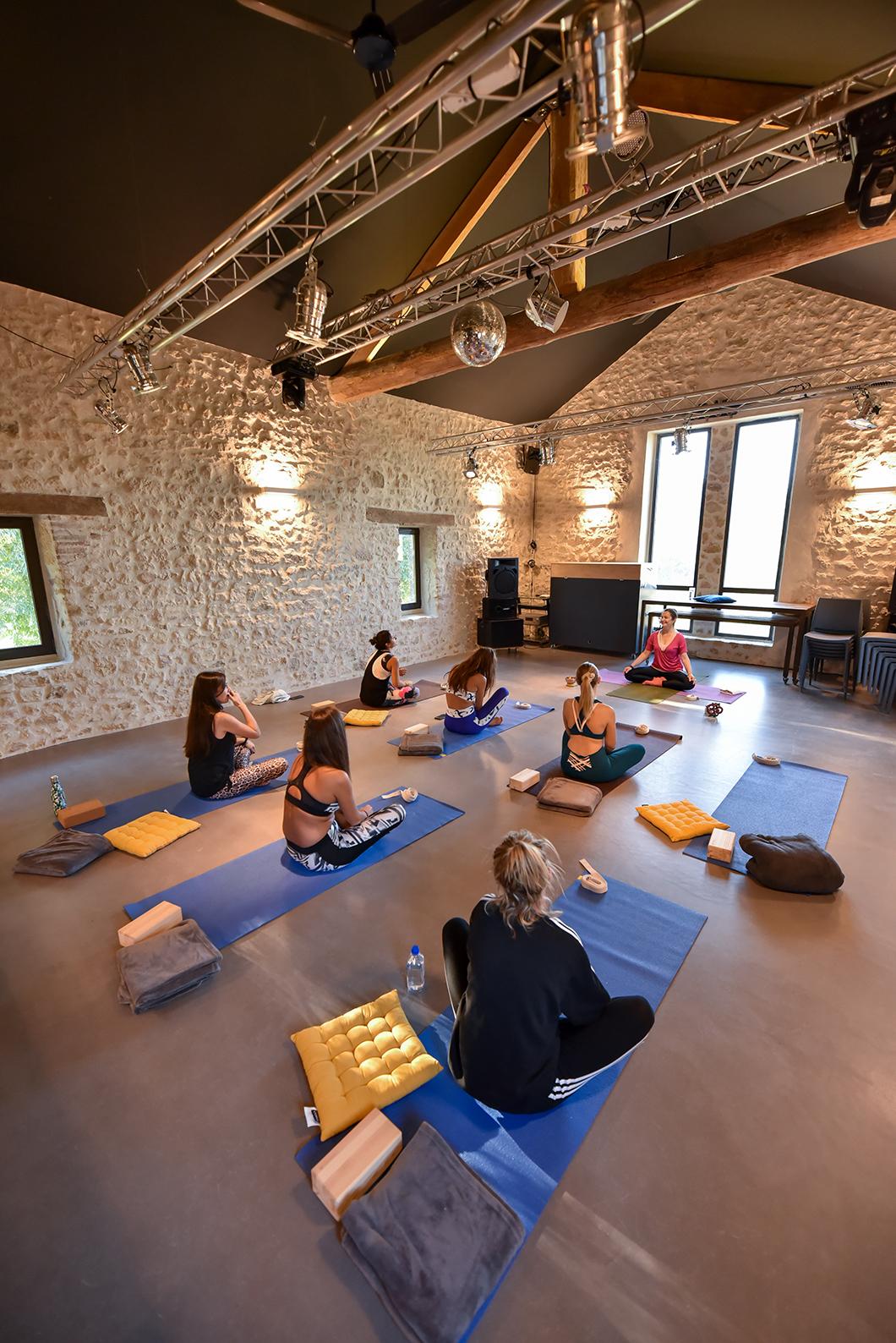 Cours de yoga au Domaine de Gressac