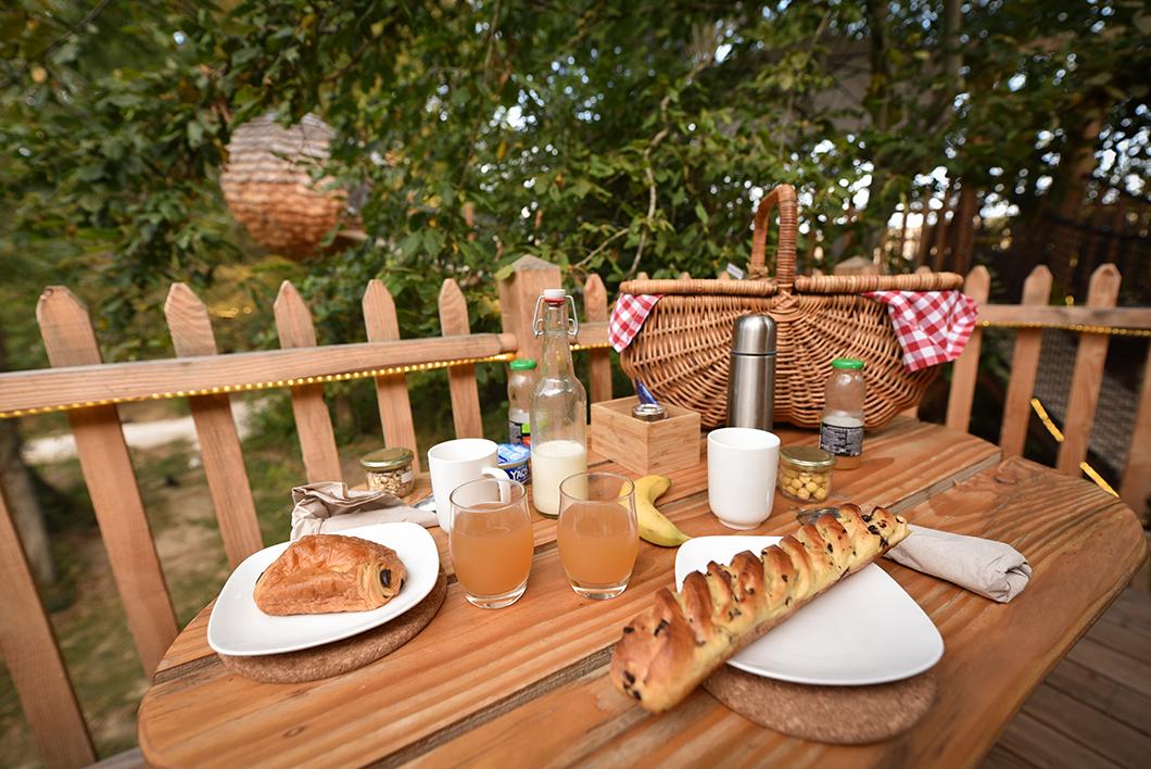 Petit déjeuner à la cabane au Bois de Rosoy