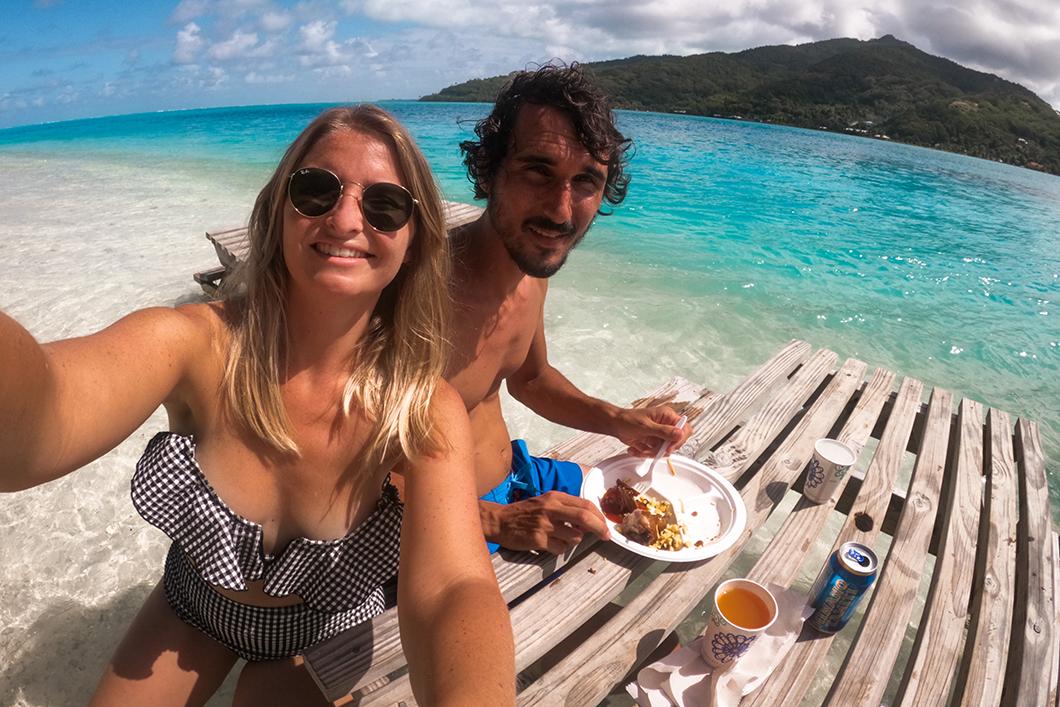 Pause déjeuner sur un motu privé à Huahine