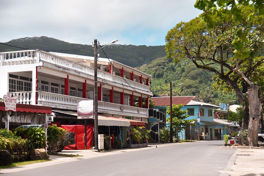 Visiter Fare, la plus grande ville de Huahine