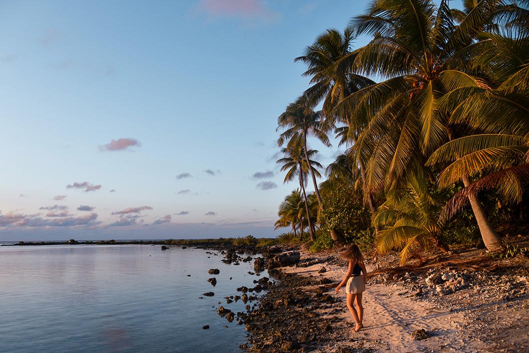 La plage du motu Pae'ao au coucher de soleil