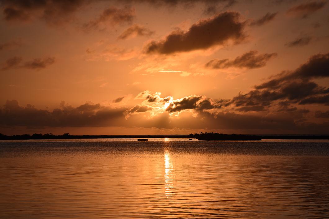 Maupiti et ses sublimes couchers de soleil