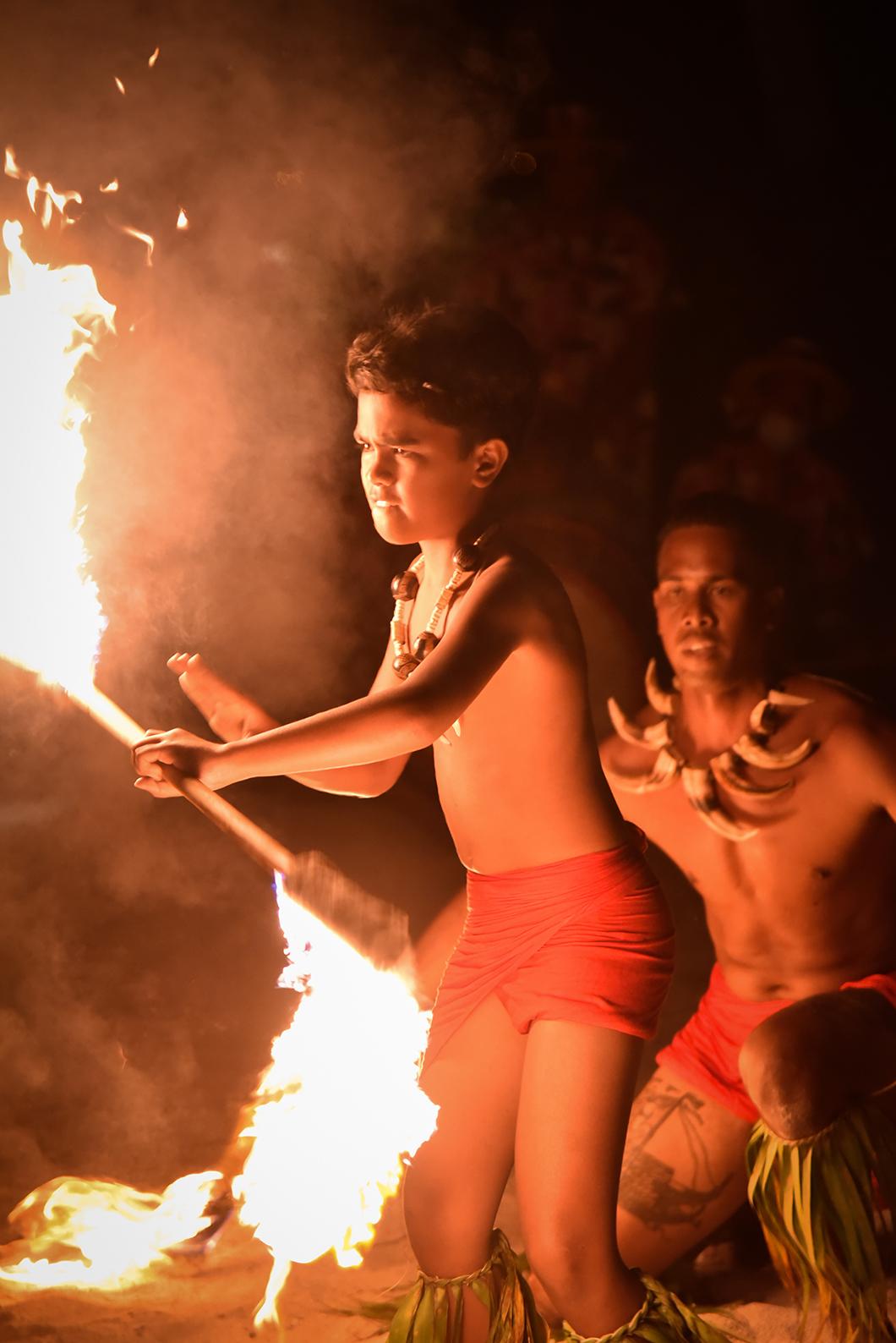 Spectacle de danse du feu en Polynésie Française