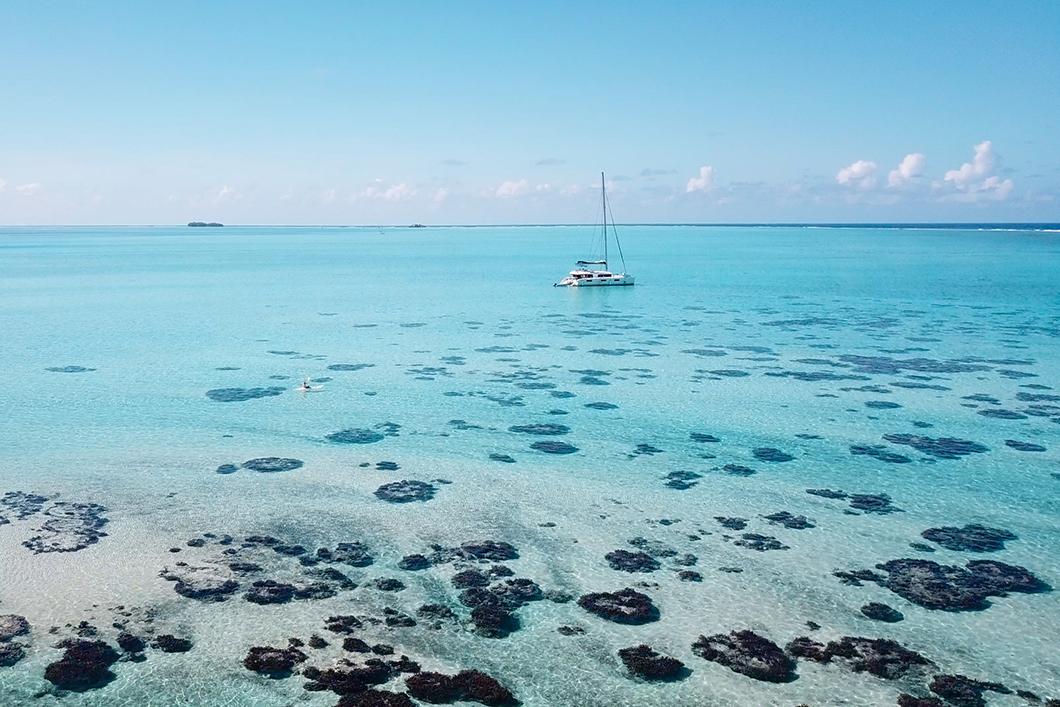 Que faire à Taha'a ? Visiter le lagon en bateau