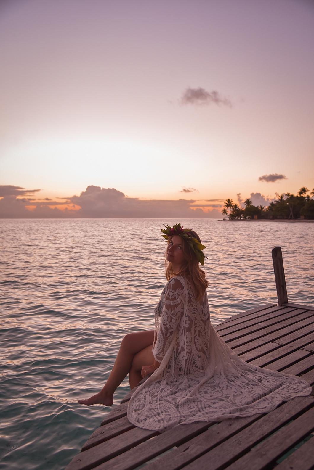 Nuit romantique dans bungalow sur pilotis polynésien