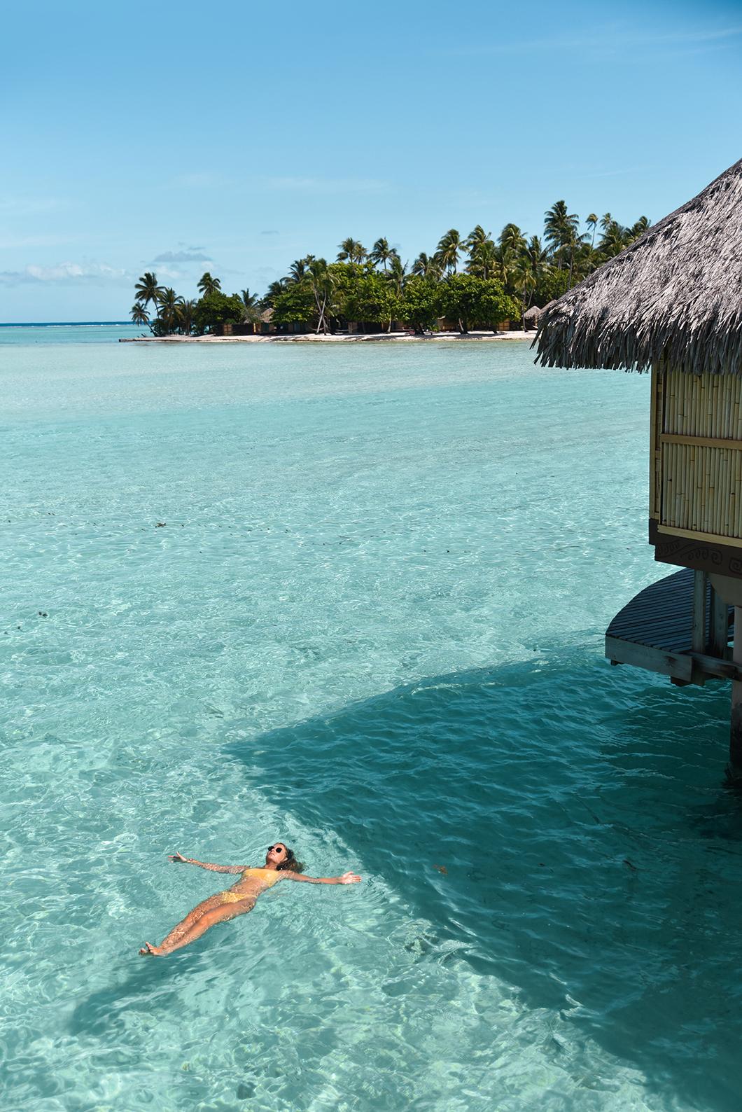 Baignade depuis notre pilotis au Taha'a Island Resort and Spa