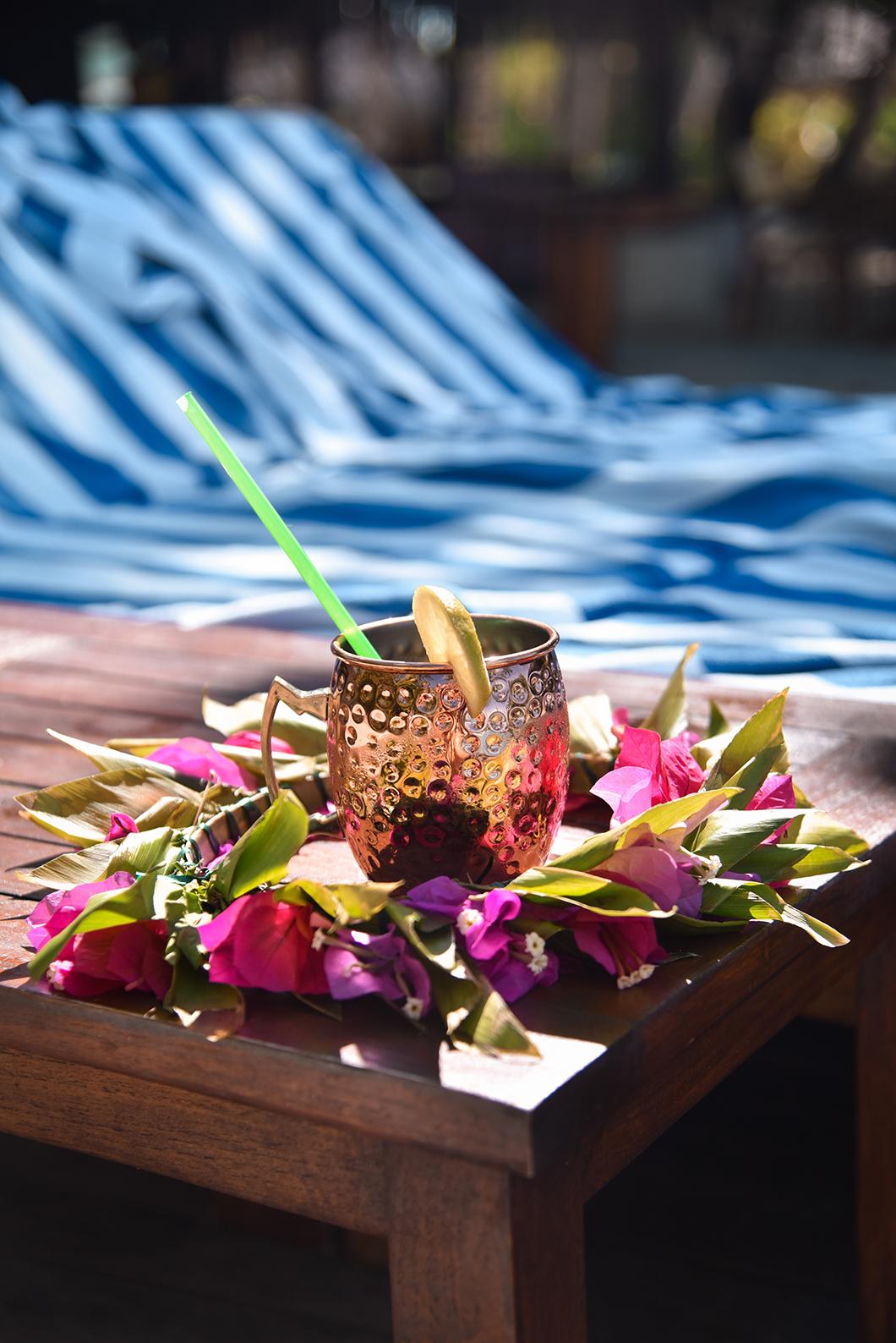 Après midi détente à la piscine du Taha'a Island Resort and Spa