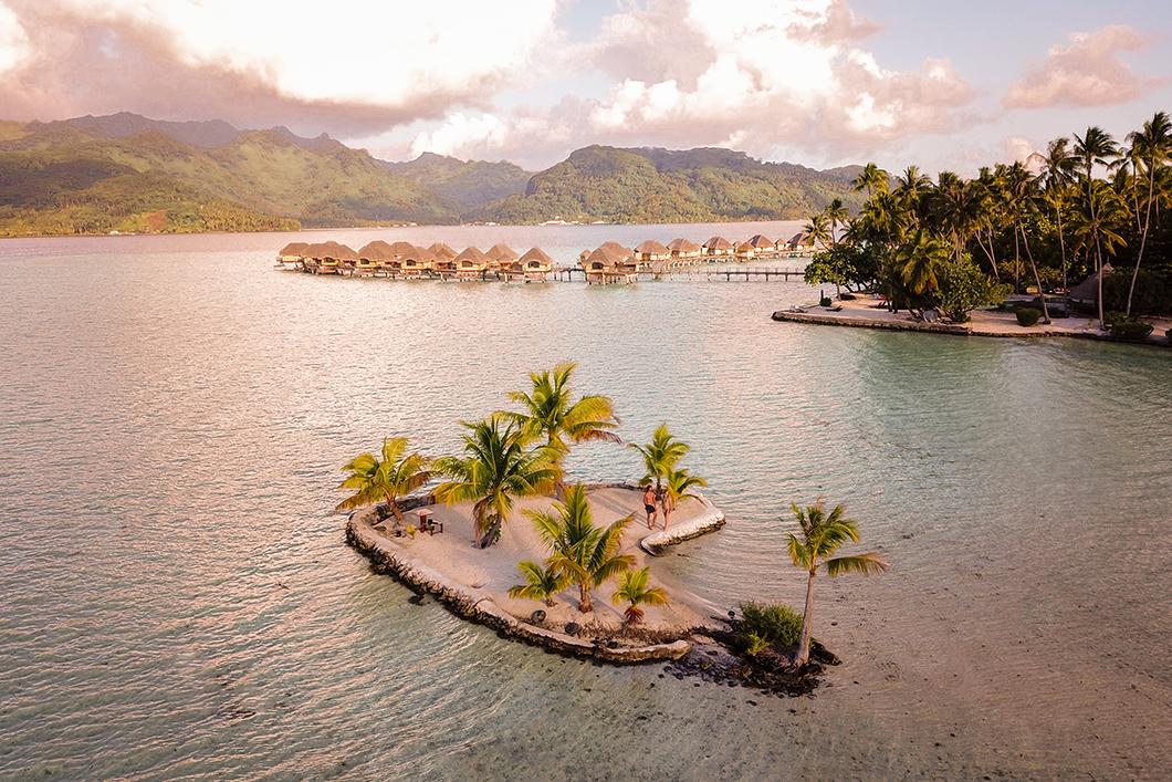 Nuit dans un bungalow sur pilotis, incontournable pour un voyage de noce en Polynésie française