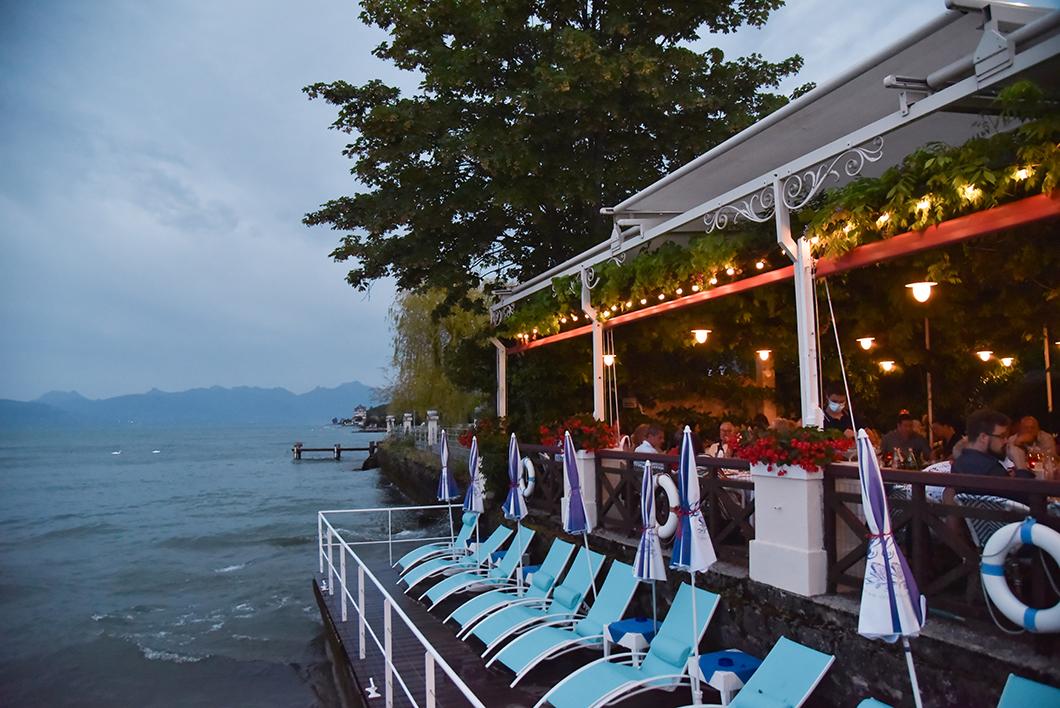 Prendre un verre au restaurant de l'hôtel Les Cygnes à Evian-les-Bains