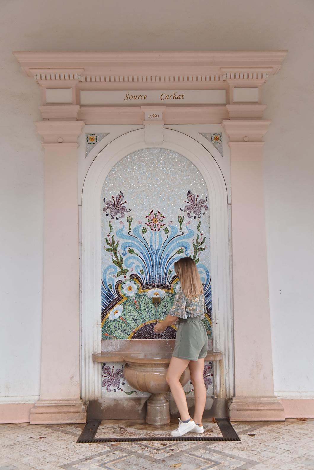 Découvrir la Fontaine Cachat, Incontournables à visiter à Evian