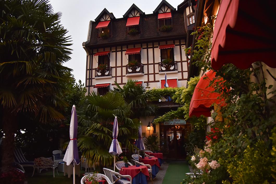 Le restaurant de l'hôtel Les Cygnes, jolies terrasse à Evian
