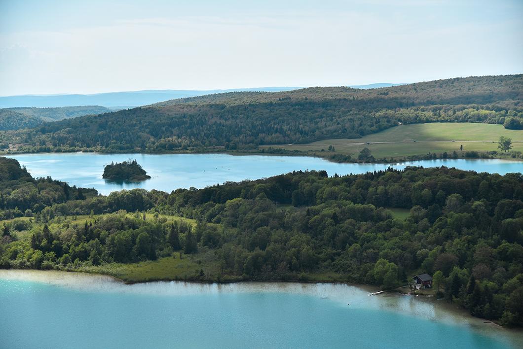 Que visiter dans le Jura ? Le Belvédère des 4 lacs
