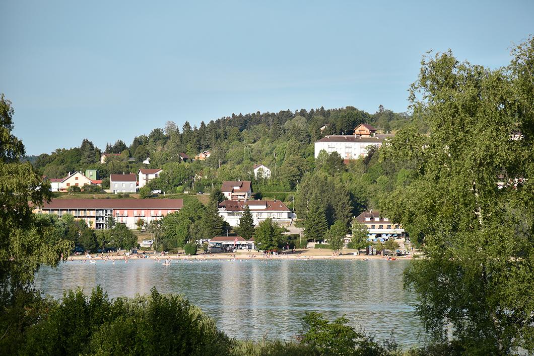 Visiter Clairvaux-les-Lacs dans le Jura