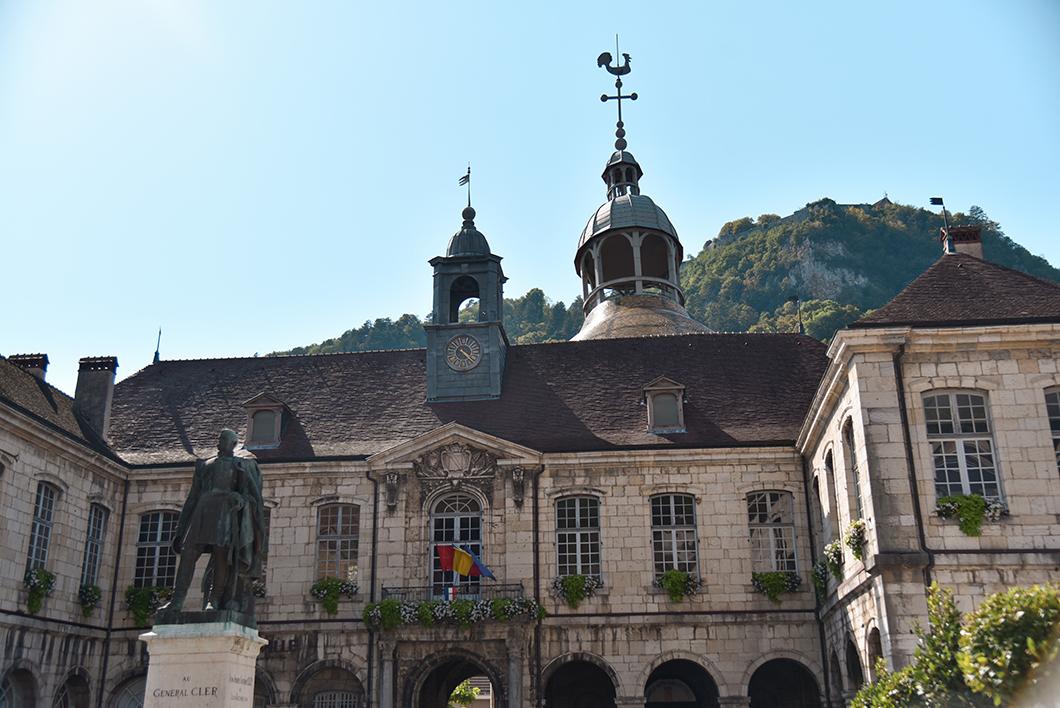 Aller à Salins-les-Bains, incontournable dans le Jura