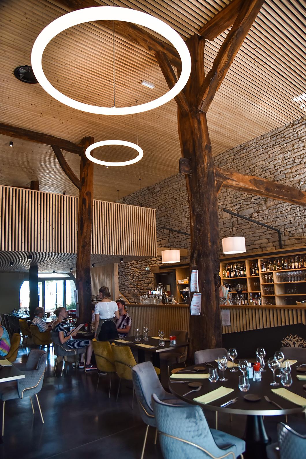 Où manger à Château-Challon ? Le restaurant Bouchon du Château