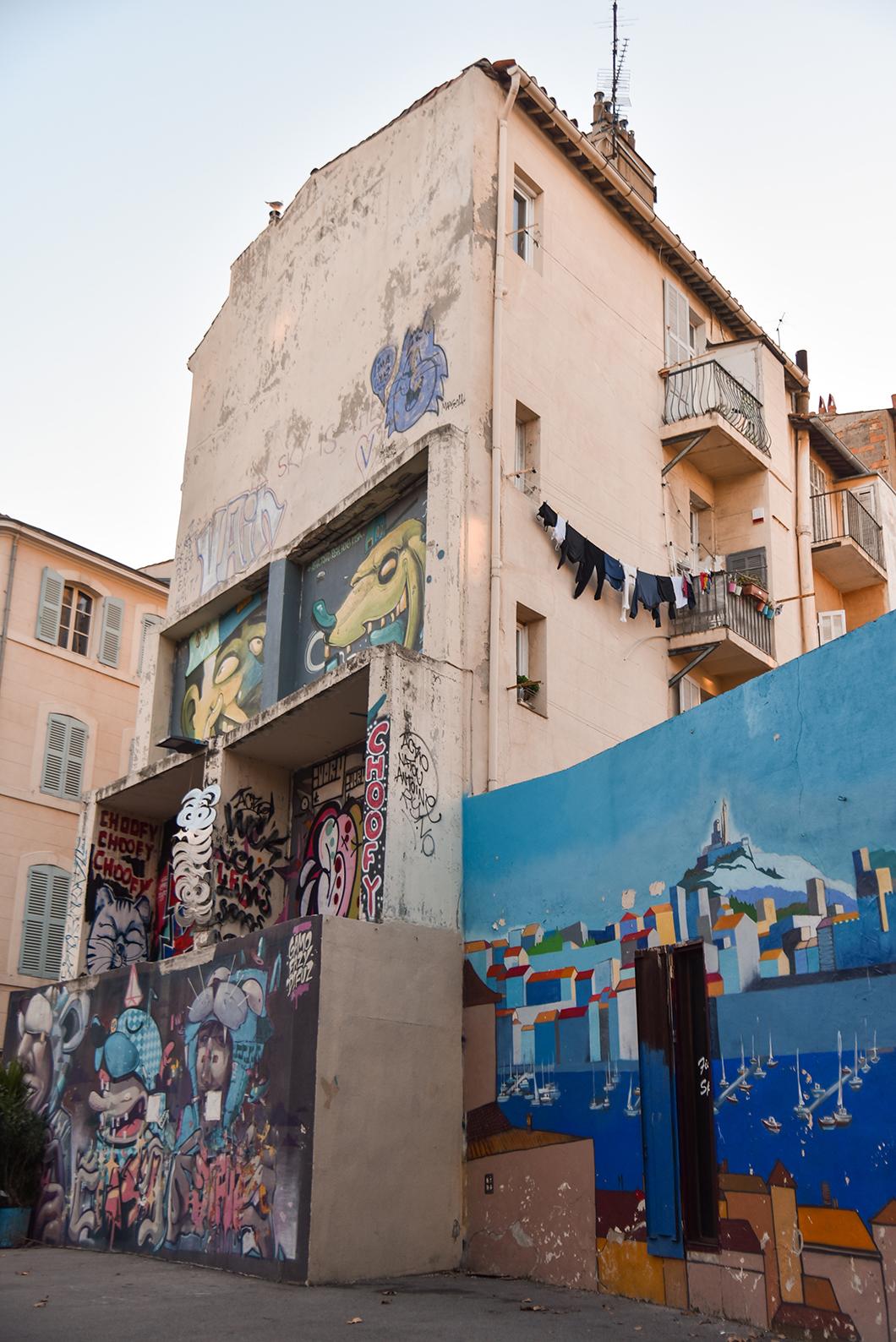 Voir le street art dans le Panier, incontournables à Marseille en hiver