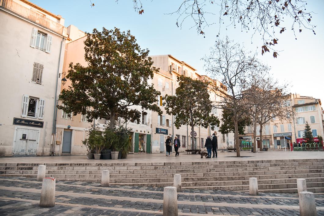 La Place des Pistoles à Marseille dans le Panier