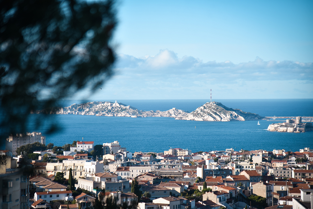 Monter à la Basilique Notre-Dame de Garde, incontournable à Marseille en hiver