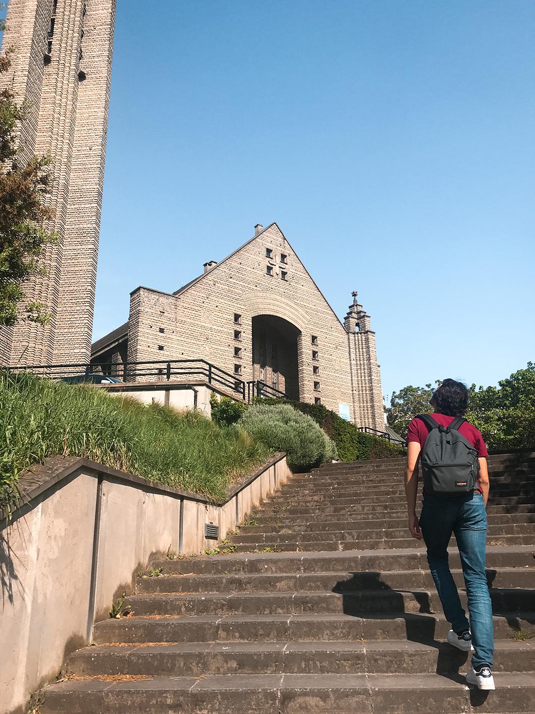 Randonnée GR 75, passage à l'Église Notre-Dame-de-Fatima