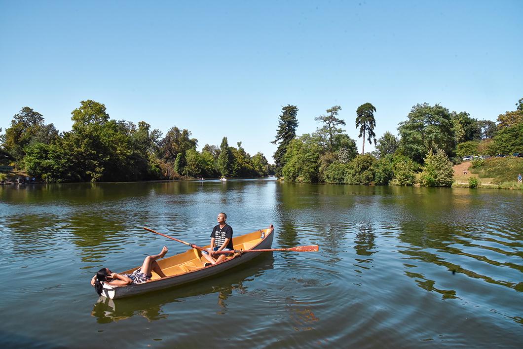 Faire de la barque au Bois de Boulogne à Paris 16