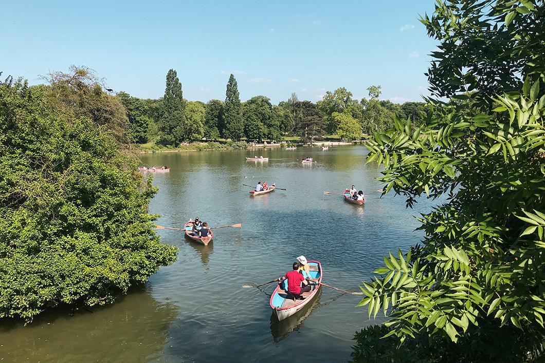 Faire un tour en barque au Bois de Vincennes, activité incontournable à Paris