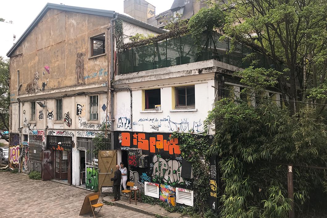 Street art rue des Frigos à Paris