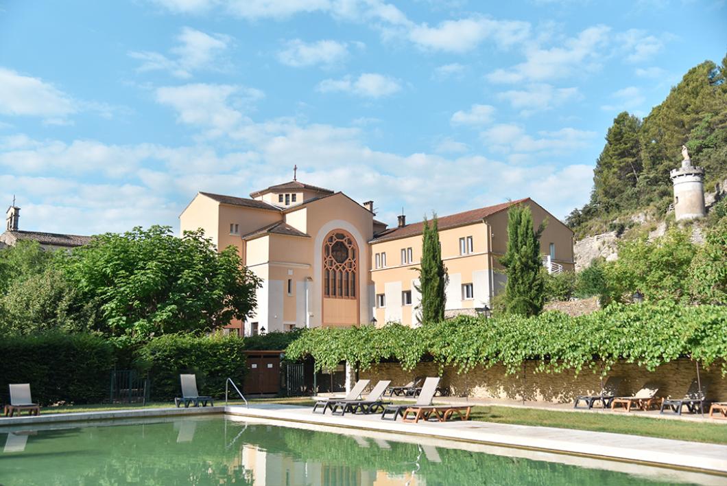 Dormir à l'hôtellerie Notre Dame de Lumières, un ancien couvent dans le Luberon