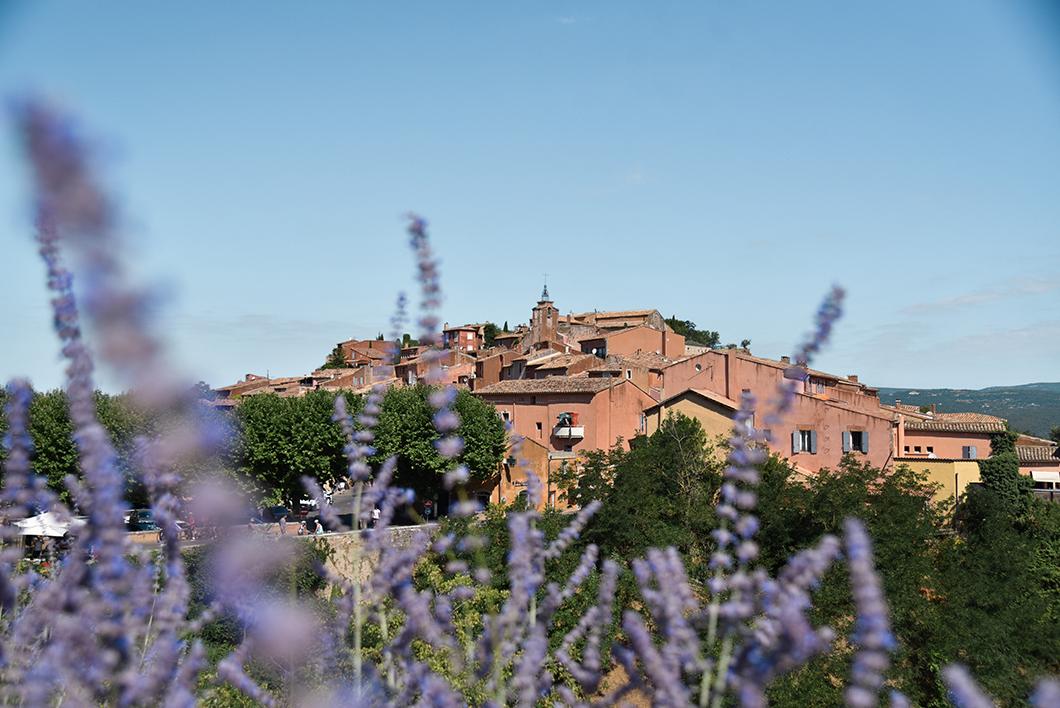 Que faire dans le Luberon ? Visiter le village de Roussillon