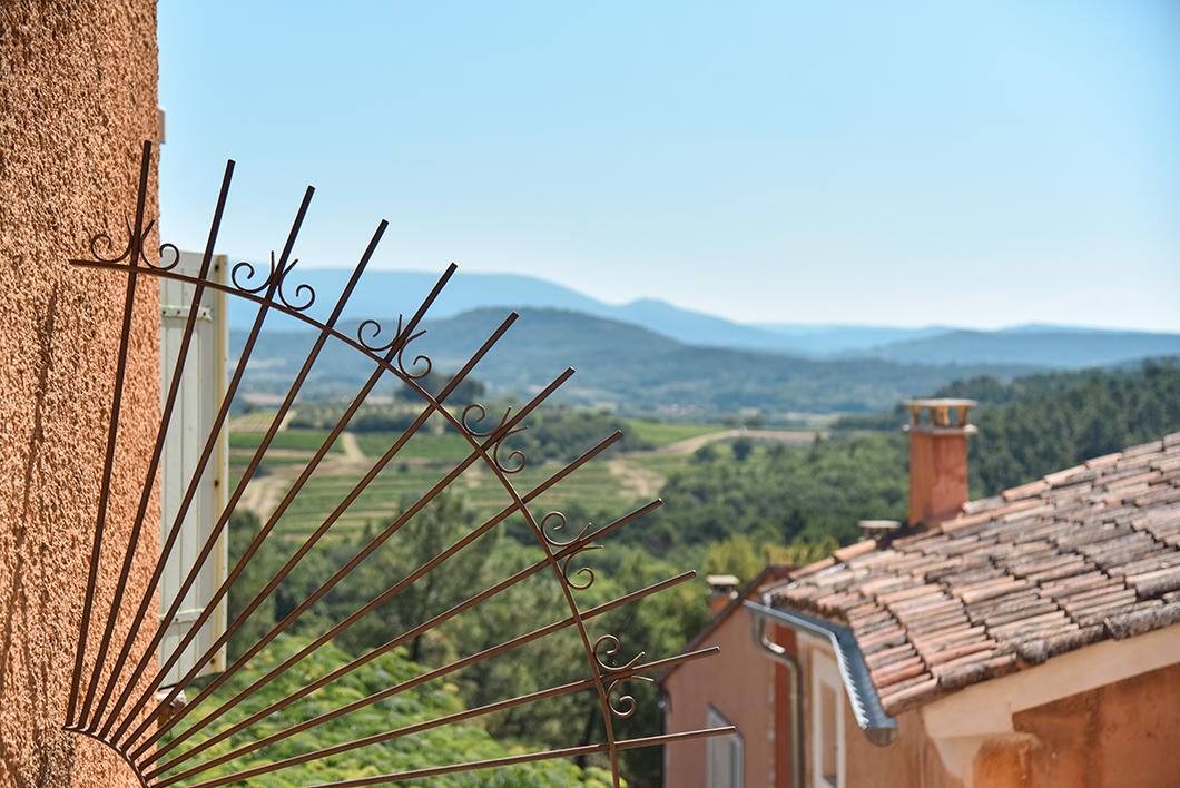 Découvrir le village de Roussillon, incontournable dans le Luberon