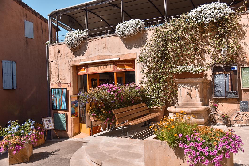 Flâner dans le village de Roussillon, incontournables à visiter dans le Luberon