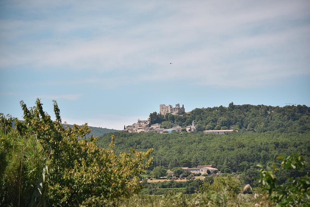 Village perché de Lacoste avec son château